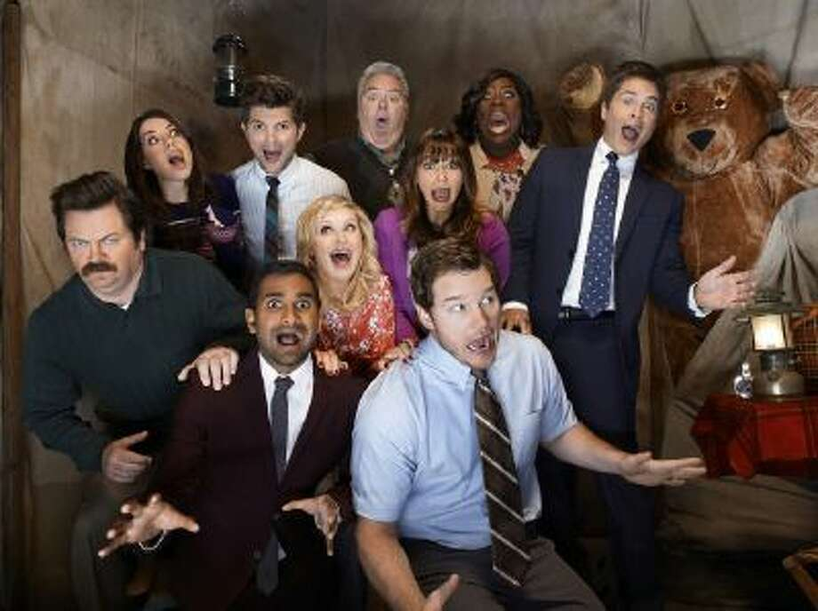 (l-r) Nick Offerman as Ron Swanson, Aubrey Plaza as April Ludgate, Aziz Ansari as Tom Haverford, Adam Scott as Ben Wyatt, Amy Poehler as Leslie Knope, Jim O'Heir as Jerry Gergich, Rashida Jones as Ann Perkins, Chris Pratt as Andy Dwyer, Retta as Donna Meagle, Rob Lowe as Chris Traeger