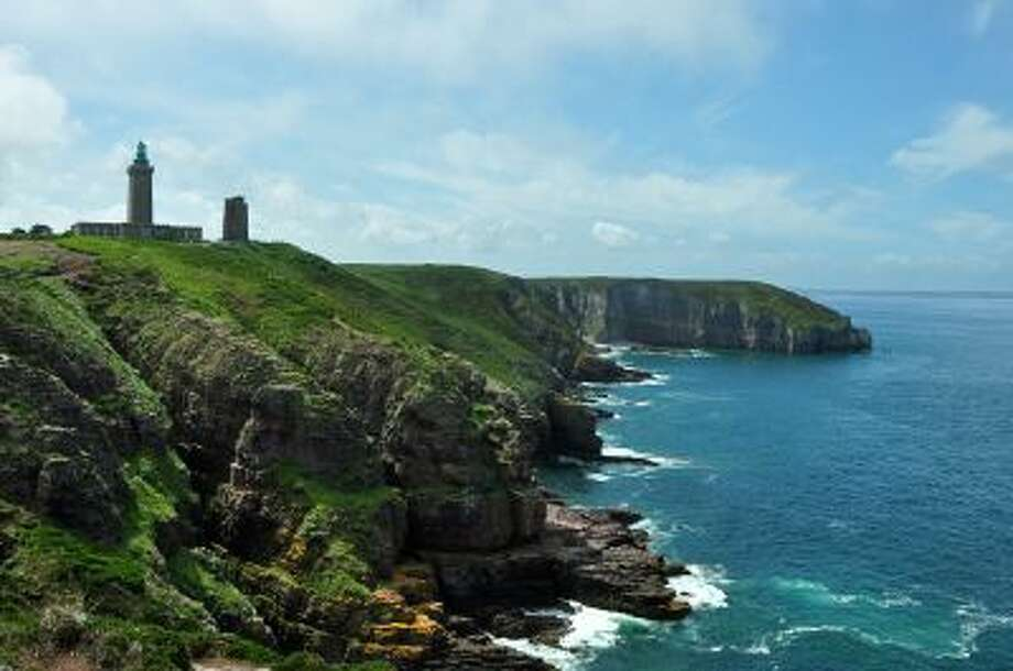 Cap Frehel, with its sturdy, modern lighthouse and pink cliffs, is a good place for a picnic overlooking the sea.