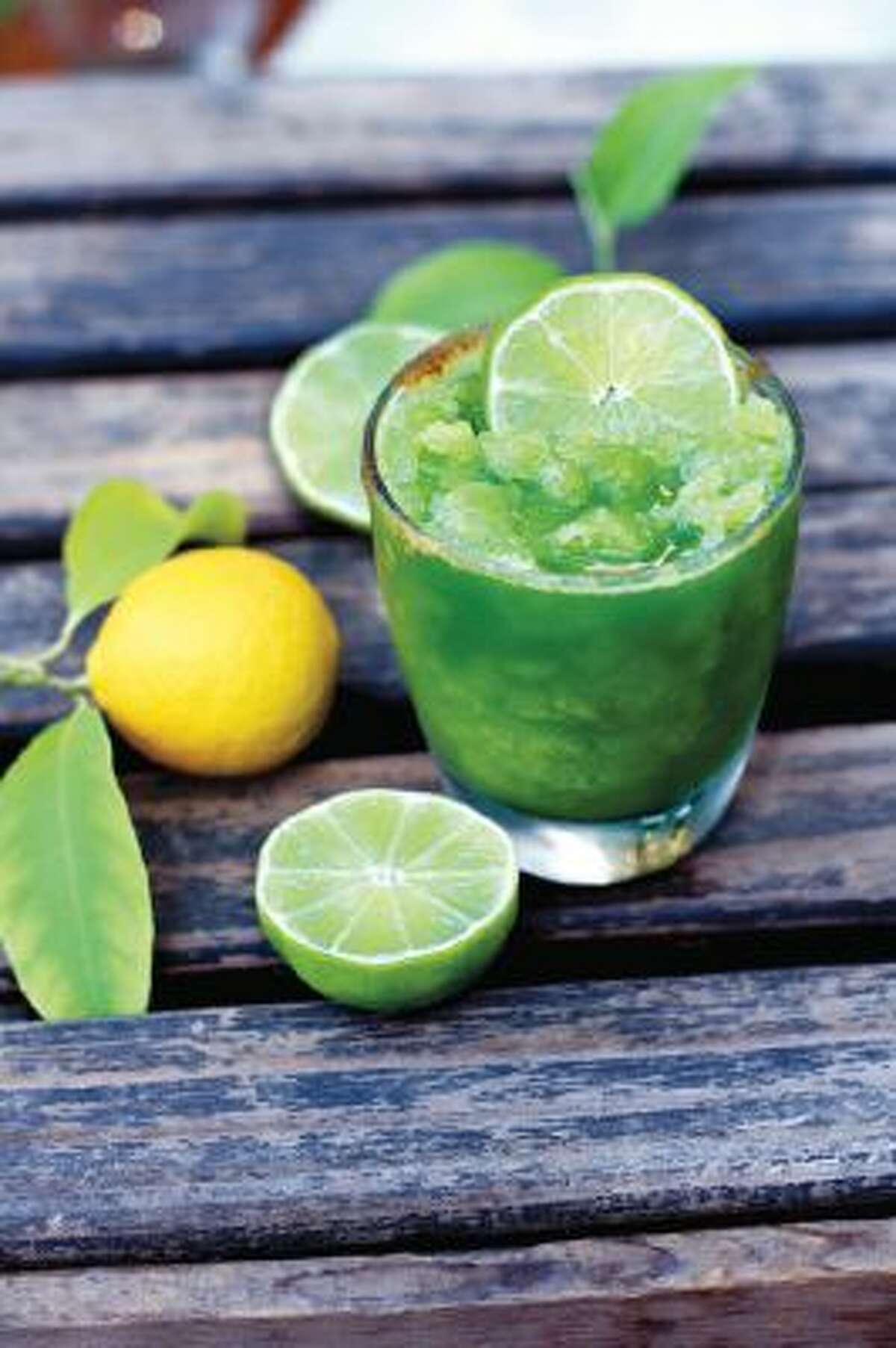 A lemon-lime smoothie boosts your immune system and wakes up those tastebuds.