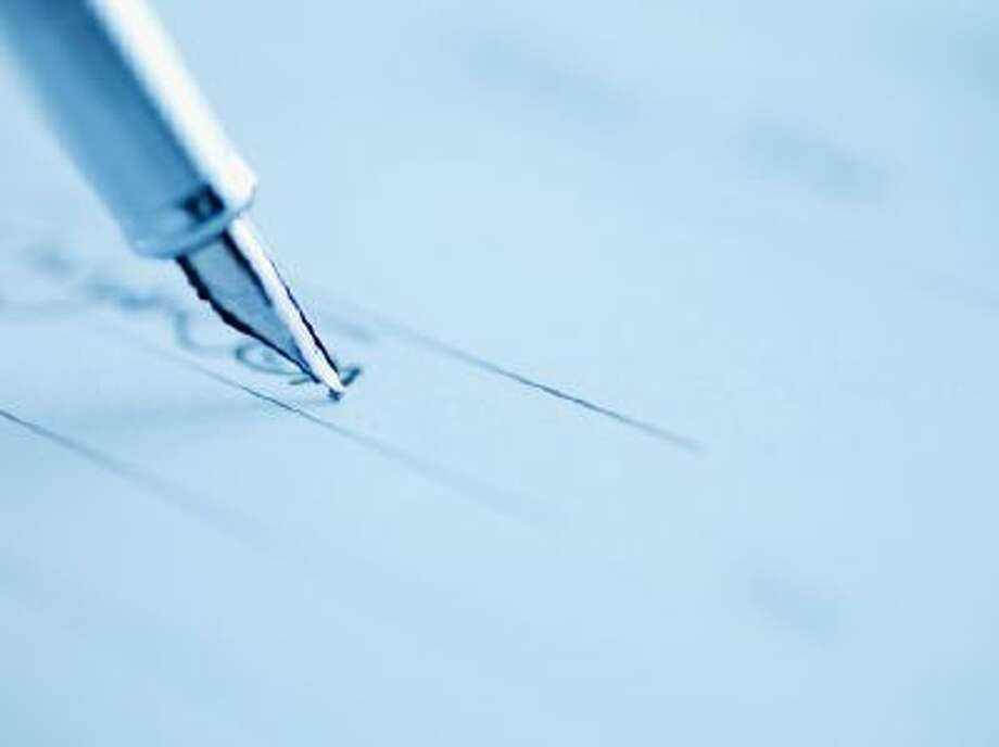 Tip of fountain pen writing Photo: Getty Images/OJO Images RF / OJO Images RF