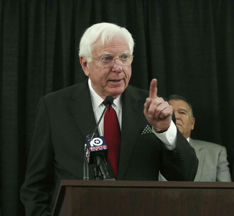 When oil was going bust, Gov. Mark White helped diversify the Texas economy. And he made education a priority. Photo: Rod Aydelotte /Associated Press / Houston Community Newspapers