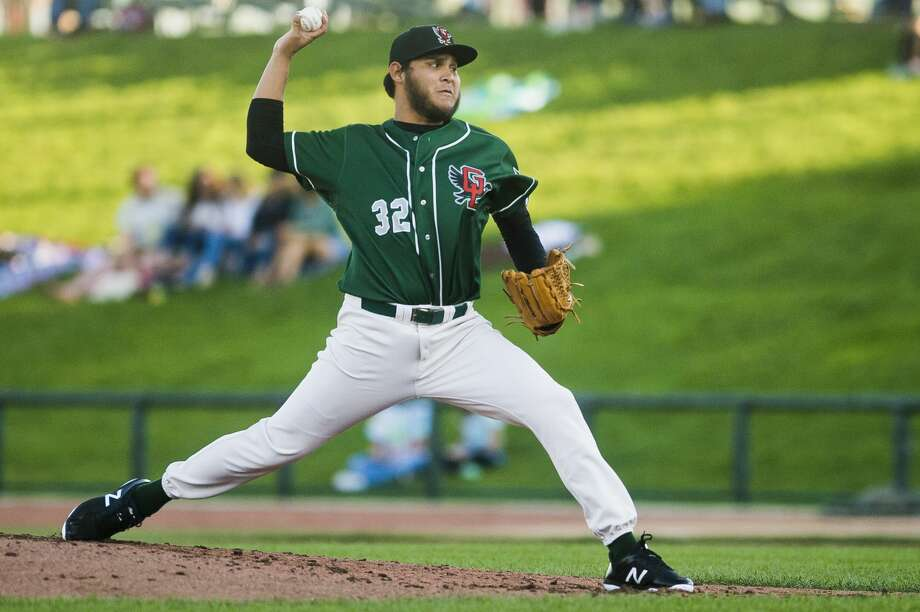Loons pitcher Carlos Felix pitches during the Loons' game against the Fort Wayne Tincaps on Monday, August 7, 2017 at Dow Diamond. Photo: (Katy Kildee/kkildee@mdn.net)
