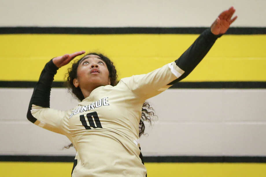 Conroe's Jazzmin Kim (10) winds up to hit the ball during the varsity volleyball game against Klein on Monday, Aug. 7, 2017, at Conroe High School. (Michael Minasi / Chronicle) Photo: Michael Minasi, Staff Photographer / © 2017 Houston Chronicle