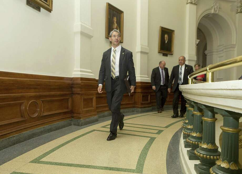 San Antonio Mayor Ron Nirenberg walks around the rotunda on the second floor after meeting with Gov. Greg Abbott at the Texas Capitol in Austin on Monday. Photo: Stephen Spillman /For The Express-News / stephenspillman@me.com Stephen Spillman