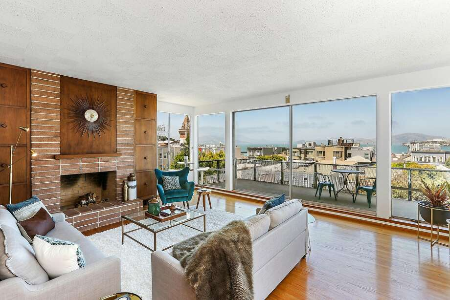 The midcentury residence features an open floor plan with bay views. Photo: Open Homes Photography