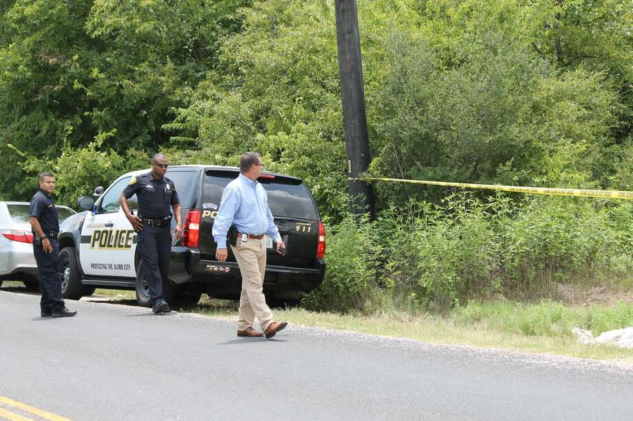 San Antonio police are investigating the discovery of human remains found off Old Corpus Christi Road Tuesday, Aug. 8, 2017. Photo: Fares Sabawi / San Antonio Express-News