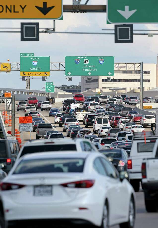 Wednesday is an ozone alert day in San Antonio. Traffic jams, like this one at Interstates 35 and 10, feed high ozone concentration levels. Photo: Edward A. Ornelas /San Antonio Express-News / © 2016 San Antonio Express-News