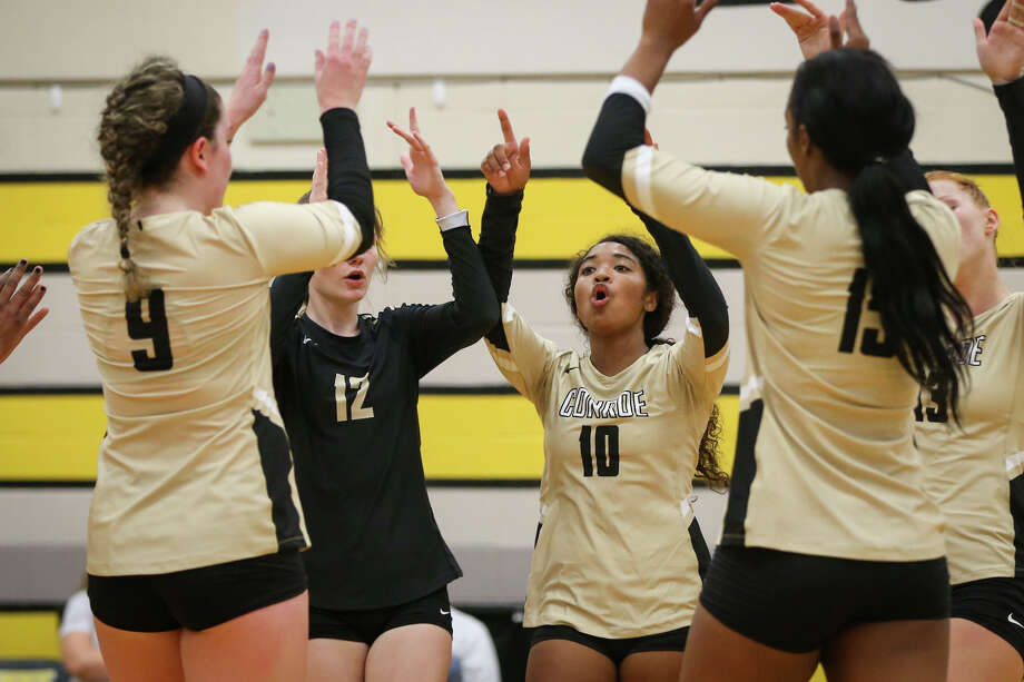 Conroe Tigerettes celebrate during the varsity volleyball game on Monday, Aug. 7, 2017, at Conroe High School. (Michael Minasi / Chronicle) Photo: Michael Minasi, Staff Photographer / Internal