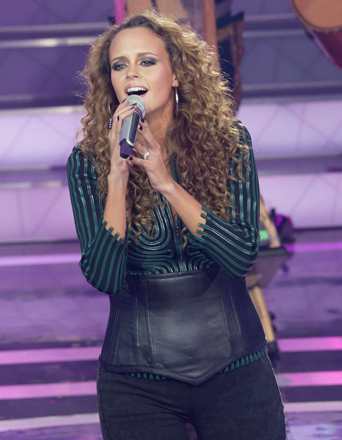 Shaila Durcal (born Shaila de los Angeles Morales de las Heras born on August 28, 1979) is a ranchero and pop Spanish singer-songwriter best known for being the daughter of singing legend Roc o D rcal.