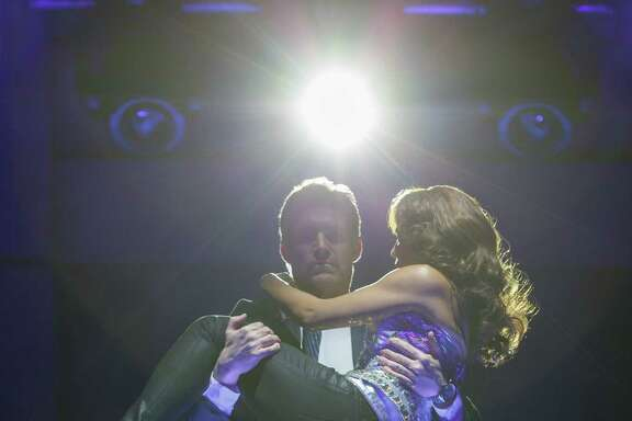 Judson Mills as Frank Farmer and Deborah Cox as Rachel Marron in The Bodyguard.