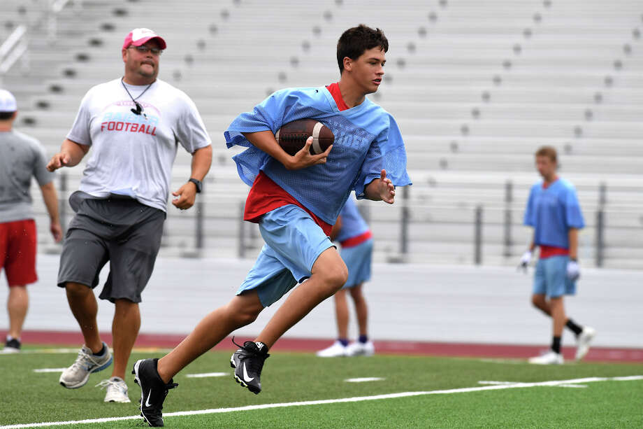 Lumberton Raider run drills and plays during practice on Tuesday.  Photo taken Tuesday, August 08, 2017  Guiseppe Barranco/The Enterprise Photo: Guiseppe Barranco, Photo Editor / Guiseppe Barranco ©
