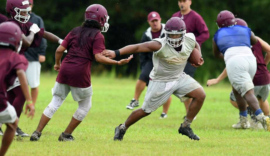 Silsbee's Adonis Thomas breaks past defense with the ball during practice on Tuesday.  Photo taken Tuesday, August 08, 2017  Guiseppe Barranco/The Enterprise Photo: Guiseppe Barranco, Photo Editor / Guiseppe Barranco ©