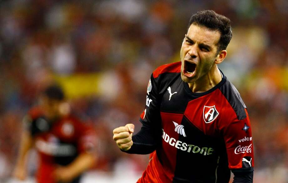 Rafael Márquez celebra tras anotar un gol para el Atlas en Guadalajara. (AFP/Getty Images, Archivo)