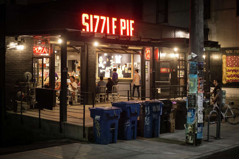 Capitol Hill's Sizzle Pie remains open after bars close for pizza by the slice, at 2:15 a.m. on Wednesday, Aug. 9, 2017. Photo: GRANT HINDSLEY, SEATTLEPI.COM / SEATTLEPI.COM