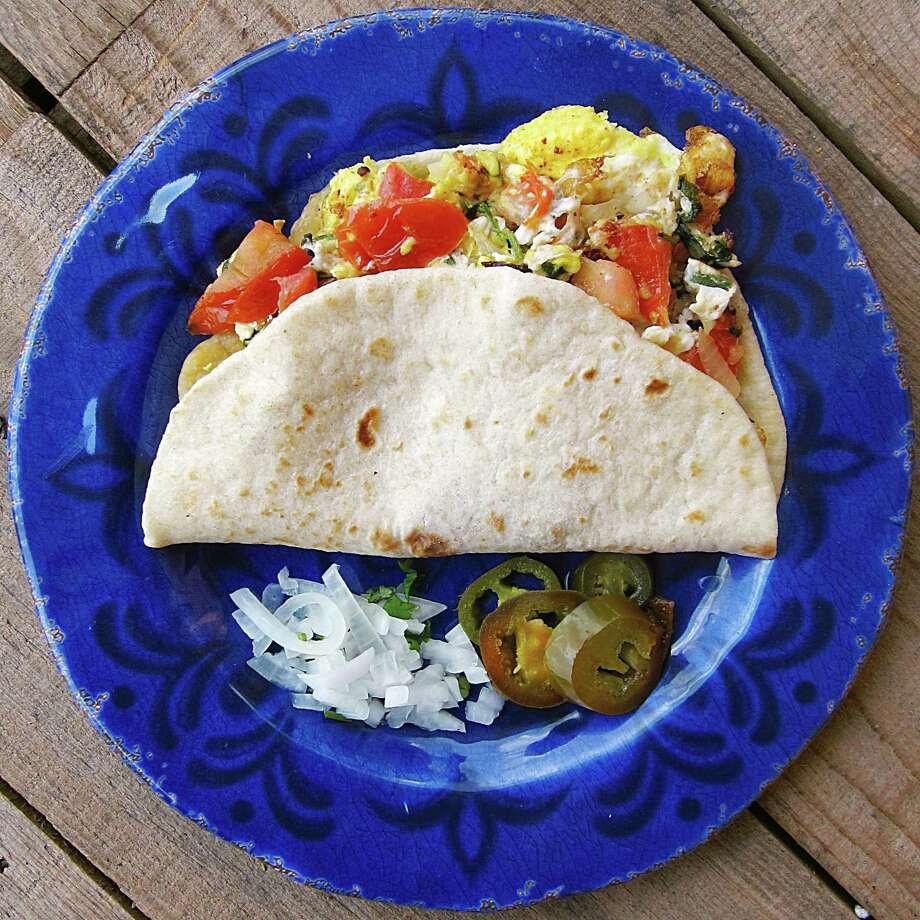 Huevos a la mexicana taco on a handmade flour tortilla from Taquería Atotonilco. Photo: Mike Sutter /San Antonio Express-News