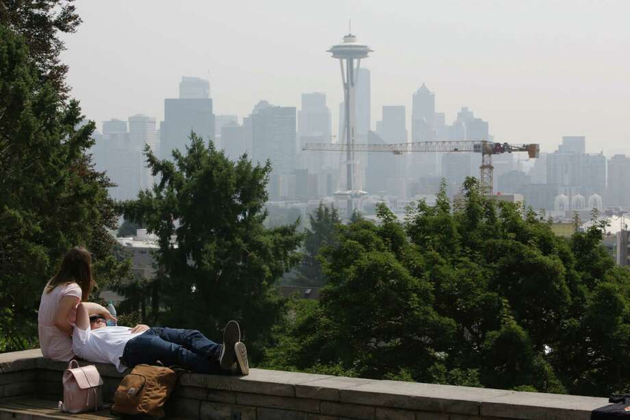 Haze from wild fires in British Columbia continues to hang over the Seattle skyline, Thursday, Aug. 10, 2017. Photo: GENNA MARTIN, SEATTLEPI.COM / SEATTLEPI.COM