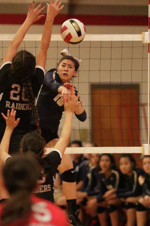 Amber Tran had a game-high eight kills in Alexander's 2-0 (25-12, 25-12) win over the McAllen Memorial JV squad Thursday at the McAllen Poundfest. Photo: Clara Sandoval /Laredo Morning Times File