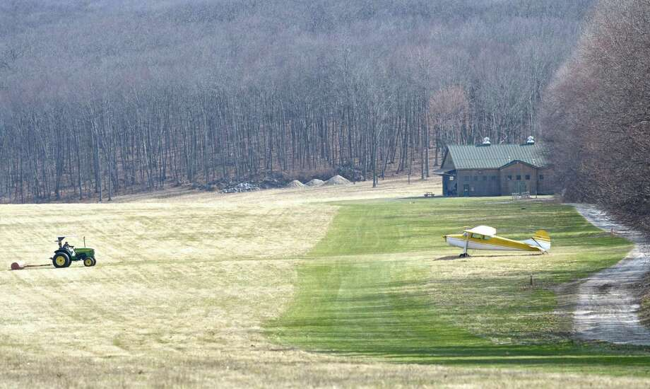 Dead, 2 Injured in New Milford Plane Crash