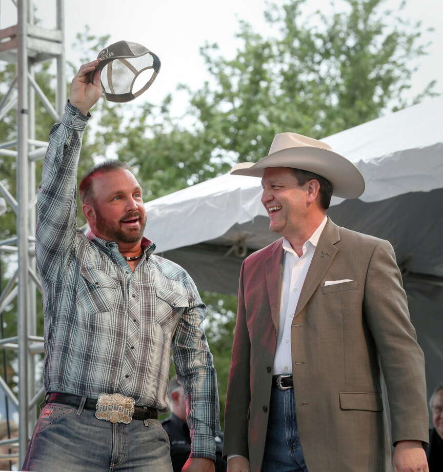 Garth Brooks, left, and Joel Cowley, president of the Houston Livestock Show and Rodeo, announce that Brooks will play the opening and closing nights of the 2018 Houston Livestock Show and Rodeo, Thursday, March 16, 2017, in Houston. Ticket to Brooks' concerts go on sale Sept. 9. Photo: Jon Shapley, Staff / © 2017 Houston Chronicle