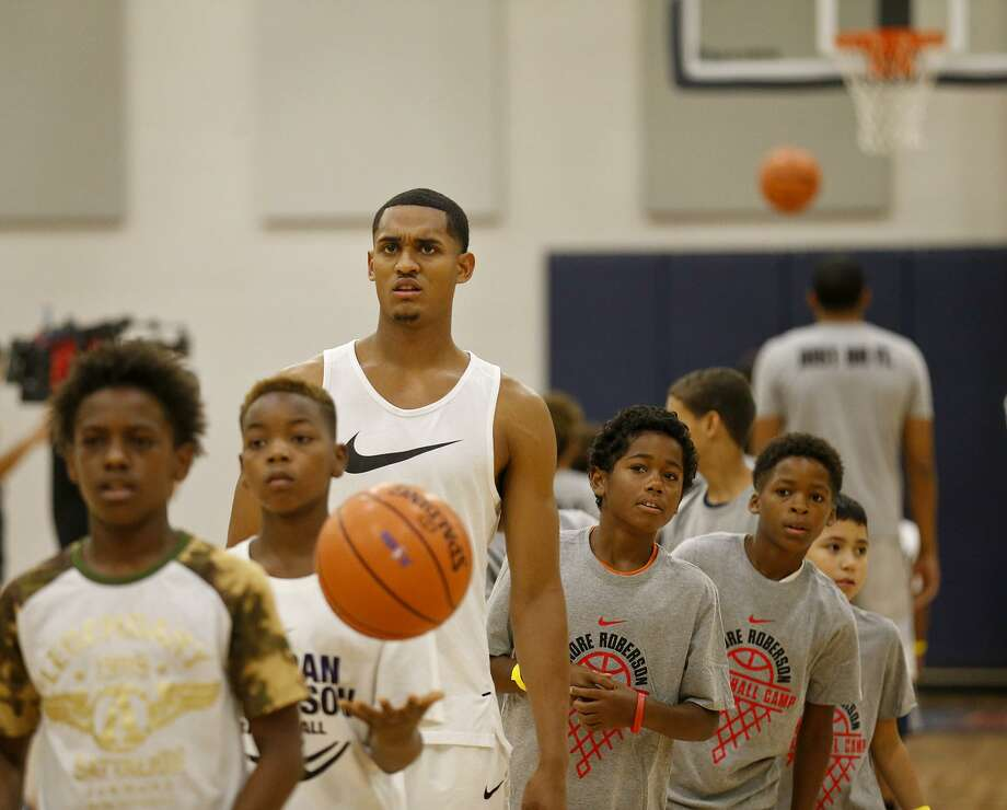 Los Angeles Lakers' Jordan Clarkson shoots baskets during a dual basketball clinic with the Oklahoma City Thunder's Andre Roberson on Aug. 4, 2017 at Veterans Memorial High School in San Antonio. Photo: Edward A. Ornelas /San Antonio Express-News / © 2017 San Antonio Express-News