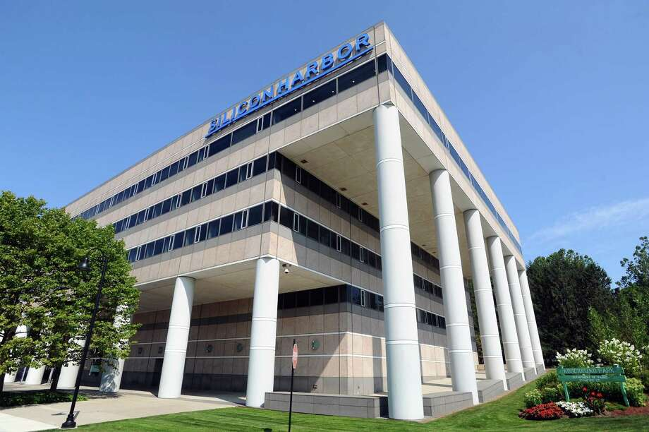 The Silicon Harbor complex at 1 Elmcroft Road in Stamford is owned by Building and Land Technology. Photo: Michael Cummo / Hearst Connecticut Media / Stamford Advocate