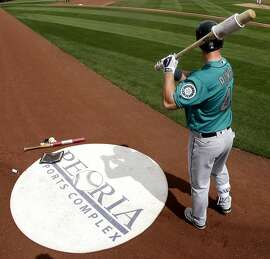 Seattle Mariners' Boog Powell warms up on deck before a spring training baseball game against the San Diego Padres, Thursday, March 3, 2016, in Peoria, Ariz. (AP Photo/Charlie Riedel)