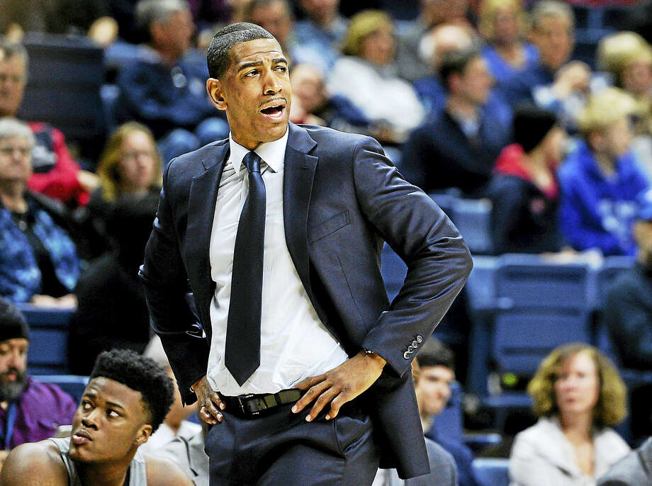 UConn men's basketball coach Kevin Ollie reacts during the first half of the team's game against South Florida last February. Photo: ASSOCIATED PRESS FILE PHOTO  / AP2017