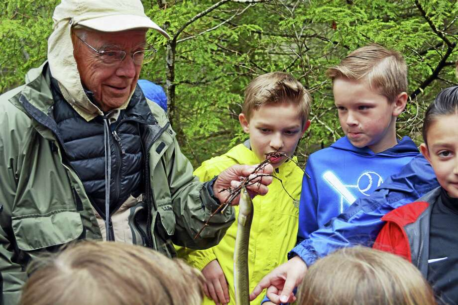 Center Elementary School fourth-grade students of Jeremy Moore and Shawn Quinn began a salmon hatch-and-release study in December after Gary Bogli from the Connecticut River Salmon Association delivered 300 fish eggs in December. Here, Bogli explains the similarity between the life cycles of the American eel and Atlantic salmon. Photo: Cassandra Day — The Middletown Press
