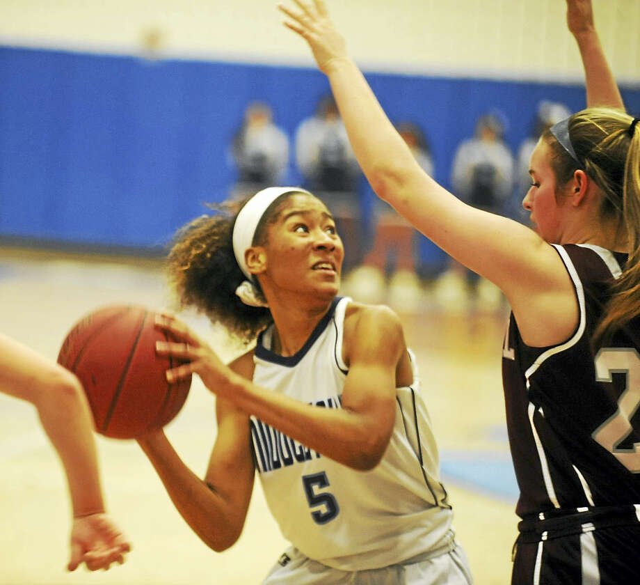 Middletown senior Azsha Ray looks to score against Bristol Central on Thursday at LaBella-Sullivan Gymnasium. Photo: Jimmy Zanor  - The Middletown Press