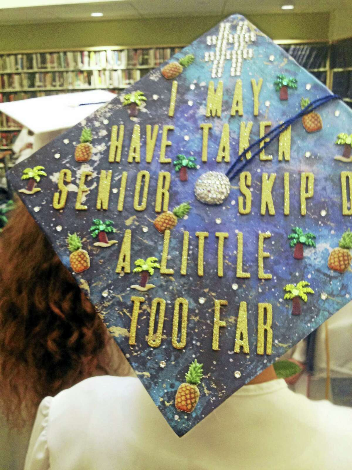 Lee decorated the top of her mortarboard with miniature palm trees and pineapples.