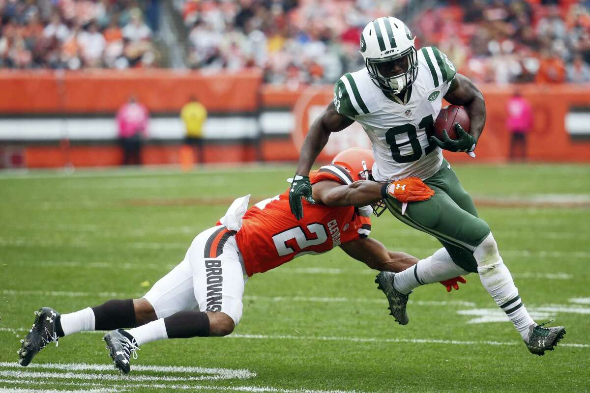 Jets wide receiver Quincy Enunwa (81) breaks a tackle by Browns strong safety Ibraheim Campbell during a game last season.