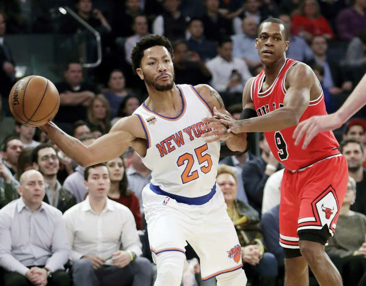 New York Knicks' Derrick Rose (25) passes away from Chicago Bulls' Rajon Rondo (9) during the first half Thursday in New York.