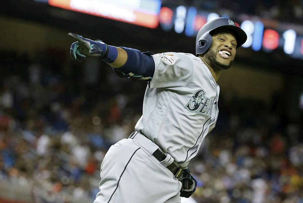 The American League's Robinson Cano rounds the bases after hitting a home run in the 10th inning Tuesday.