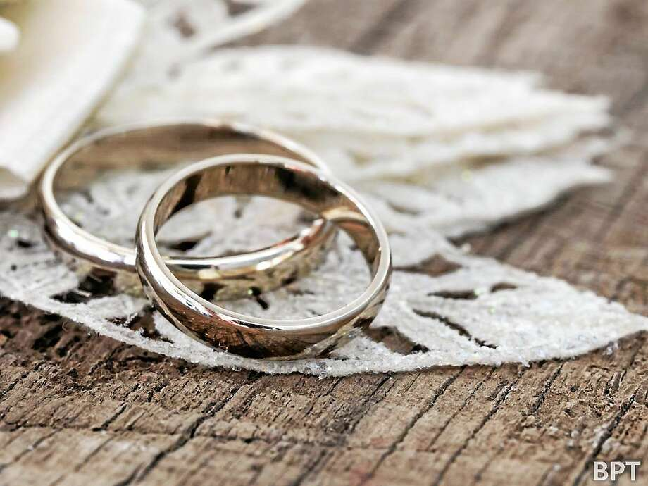 In the United States, marital status is indicated by both husband and wife wearing a wedding ring on their left ring finger. Photo: File Photo