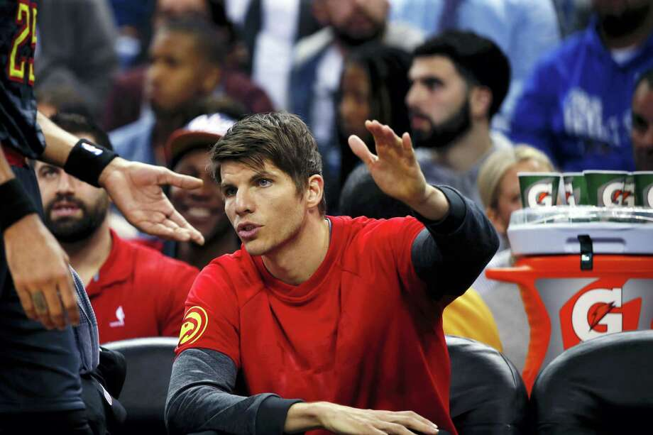Atlanta Hawks guard Kyle Korver greets forward Thabo Sefolosha (25) as he come to the bench in the first half of an NBA basketball game against the Atlanta Hawks in New Orleans on Jan. 5, 2017. Photo: AP Photo/Gerald Herbert  / Copyright 2017 The Associated Press. All rights reserved.