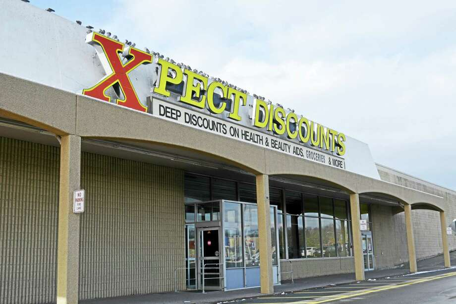 Xpect Discounts left the Cromwell Square Shopping Plaza last spring. Photo: Cassandra Day — The Middletown Press