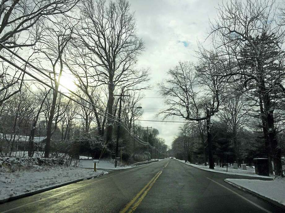 Racebrook Road in Woodbridge and the surrounding area received just under 2 inches of snow on Friday morning. Photo: Viktoria Sundqvist — New Haven Register