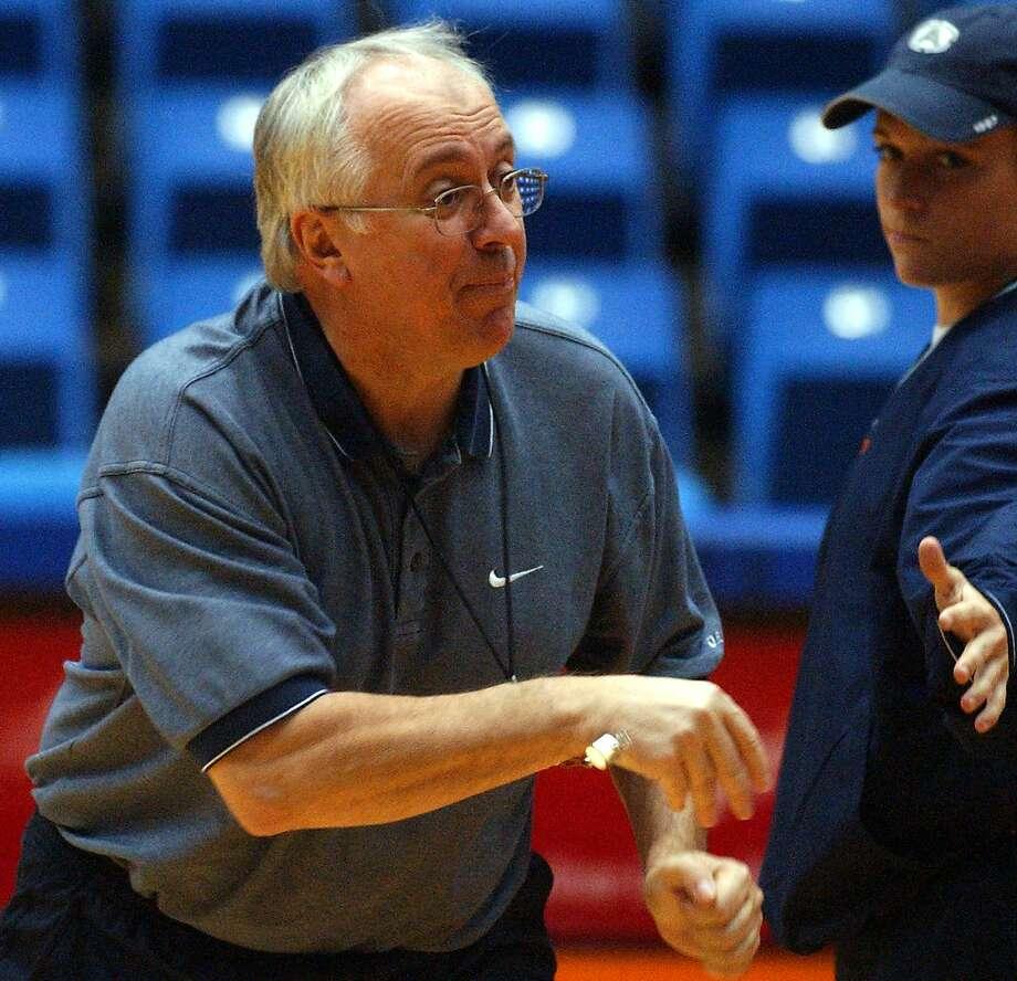 UTSA women's basketball coach Luby Lichonczak. Photo: JOHN DAVENPORT, SAN ANTONIO EXPRESS-NEWS