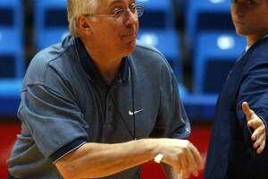 UTSA womens assistant basketball coach Luby Lichonczak works out with the team Tuesday. JOHN DAVENPORT / STAFF