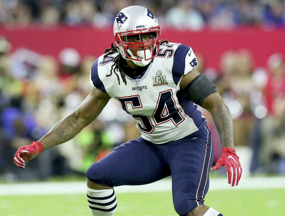 FILE - In this Feb. 5, 2017, file photo, New England Patriots Dont'a Hightower folllows the action during NFL football's Super Bowl 51 against the Atlanta Falcons in Houston. A person with direct knowledge of the situation says Hightower has visited the New York Jets.  Hightower, one of the most coveted players in free agency this year,  met with the Jets on Sunday, March 12, 2017 and Monday, March 13, according to the person who spoke to The Associated Press on condition of anonymity because the team had not announced the visit.  AP Photo/Gregory Payan, File) Photo: AP / Copyright 2017 The Associated Press. All rights reserved.