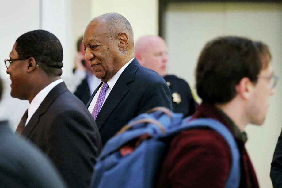 Bill Cosby walks back into the courtroom after a break during his sexual assault trial at the Montgomery County Courthouse in Norristown, Pa., Friday, June 9, 2017. Photo: Lucas Jackson/Pool Photo Via AP   / Pool Reuters