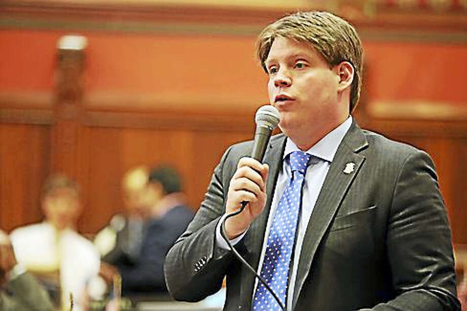 Rep. Roland Lemar, D-New Haven, speaks in the House of Representatives. Photo: CTNewsJunkie Photo