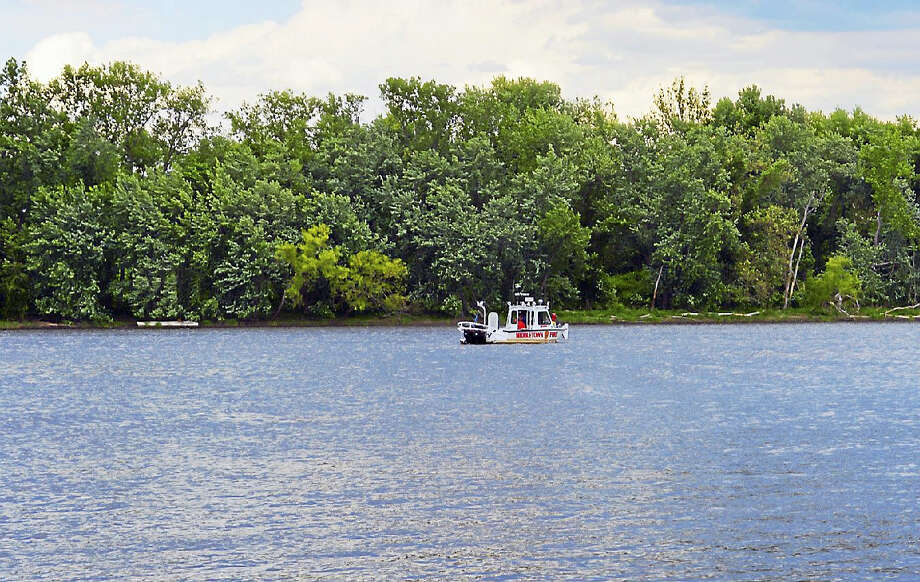 Middletown fire's dive boat scans the waters at Harborpark late Friday afternoon. Photo: Cassandra Day — The Middletown Press