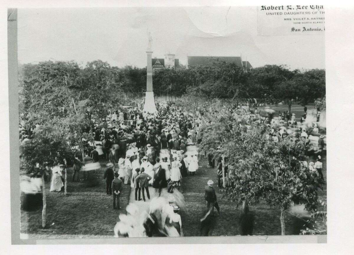 Hundreds of San Antonians turned out for the unveiling of the 40-foot tall Confederate monument at Travis Park on April 28, 1900.