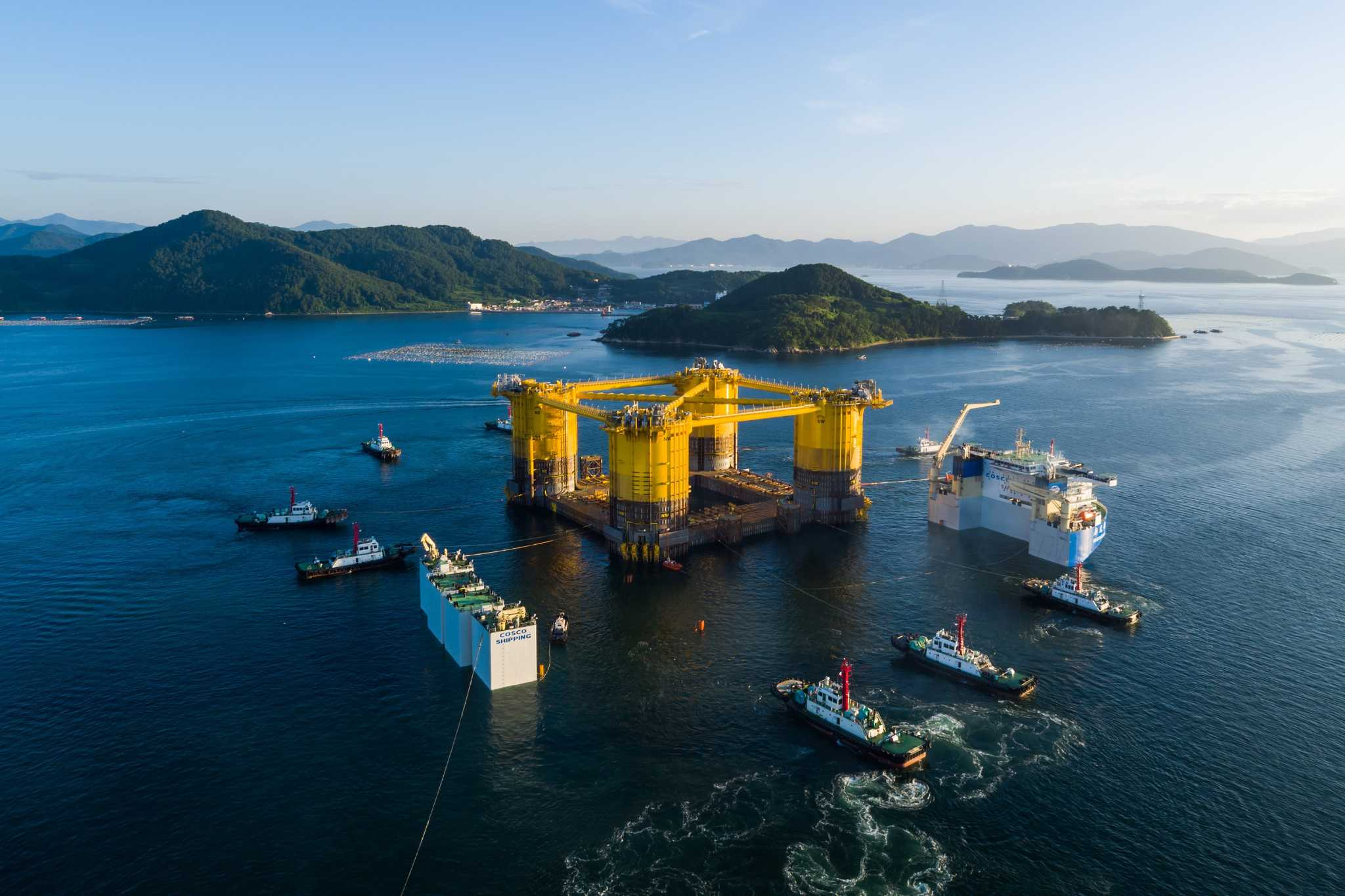 Shell executive balances two energy worlds