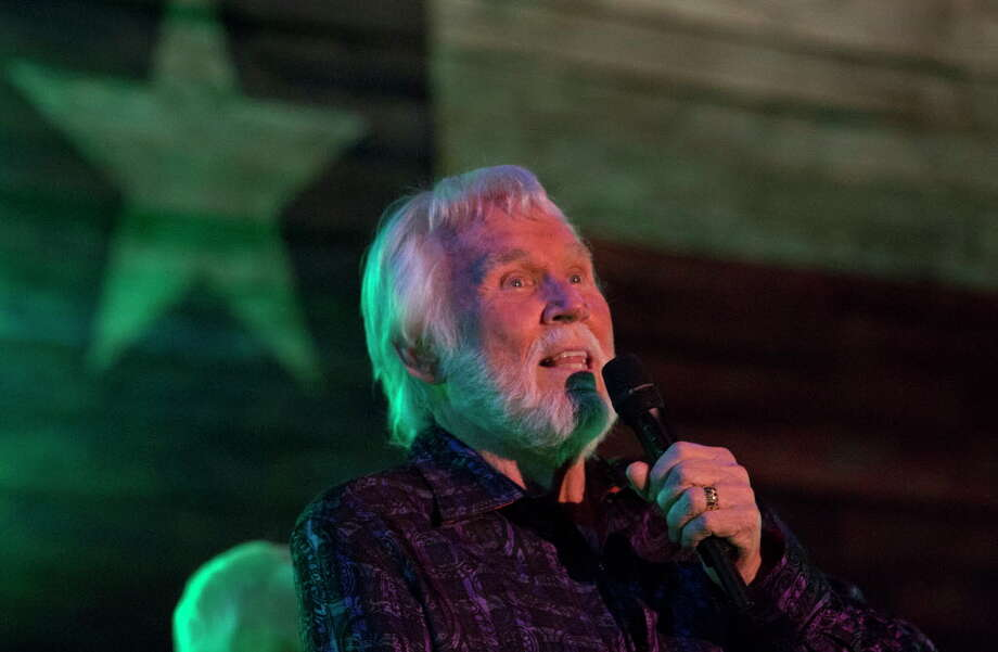 Singer Kenny Rogers performs at the Redneck Country Club Friday, Aug. 11, 2017, in Stafford. Rogers plans to give his last concert in October in Nashville, which made his Friday show his final performance in his hometown of Houston. Photo: Yi-Chin Lee, Houston Chronicle / © 2017  Houston Chronicle