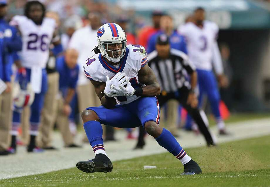 PHILADELPHIA, PA - DECEMBER 13:  Sammy Watkins #14 of the Buffalo Bills makes a catch to gain 16-yards against the Philadelphia Eagles during the fourth quarter at Lincoln Financial Field on December 13, 2015 in Philadelphia, Pennsylvania.  (Photo by Elsa/Getty Images) ORG XMIT: 587449389 Photo: Elsa / 2015 Getty Images