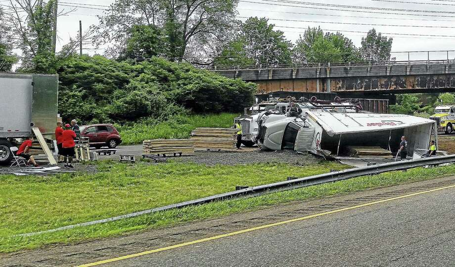 A tractor-trailer overturned and crashed Tuesday morning on Interstate 91 northbound in Wallingford. The crash caused severe delays on the northbound and southbound sides of the highway. Photo: Kathleen Schassler — The MIDDLETOWN PRESS