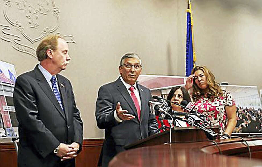 Senate Minority Leader Len Fasano, center, with Sen. Michael McLachlan, Sen. Toni Boucher and Rep. Melissa Ziobron Photo: Christine Stuart Photo