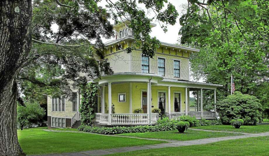 High school students will present their work with digital storytelling with the help of local residents' recollections of modern history at the Cromwell Historical Society. Photo: File Photo